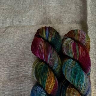 Night Rainbow 🌚🌈🌝 is still available on Single, MCN DK and BFL Sock. 🧶  #kathienchenyarns #strickenmachtglücklich #indiedyedyarn #indiedyersofinstagram #yarn #knit #knitspiration #timetoknit #speckledyarn #yarnaddiction #woollove #yarnaddict #yarnlove #yarnlovers #tricot #yarnporn #knitspirit #knittersofinsta #handmade #slowfashion #indieyarn #knittingaddict