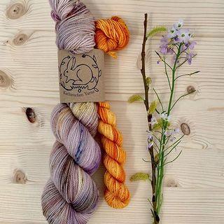 Antique Flowers Sock Set. 🌹  #strickenmachtglücklich #indiedyedyarn #knit #yarn #wolle #stricken #yarnaddiction #knitspiration #sockyarn #sockset #sockknitting #sockfetish #indiedyedyarn #indieyarn #sweater #sockenfetisch #slowfashion #wolle #tricot #yarnporn #yarnoholic #woollove #yarnlove #yarnaddict #knittersofinstagram #dyersofinstagram #indiedyersofinstagram #speckledyarn #knitspirit #yarnaddiction #stricken #kathienchen #kathienchenyarns
