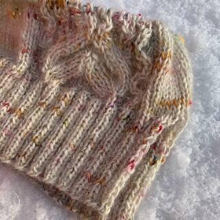 #pinkfizzpullover 🥳❄️ Ich hab ihn angeschlagen und bin begeistert! Das Lace-Muster strickt sich sehr schön.   #kathienchenyarns #dreareneeknits #sweaterknitting #mohairsweater #slowfashion