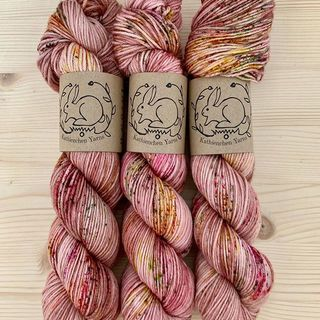 Cupid and Psyche on Merino DK. 💘❤️💘 #strickenmachtglücklich #indiedyedyarn #knit #yarn #wolle #stricken #yarnaddiction #knitspiration #sweateryarn #indiedyedyarn #indieyarn #sweater #sweaterknitting #slowfashion #wolle #tricot #yarnporn #yarnoholic #woollove #yarnlove #yarnaddict #knittersofinstagram #dyersofinstagram #indiedyersofinstagram #speckledyarn #knitspirit #yarnaddiction #stricken #kathienchen #kathienchenyarns