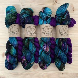 Enchanted Forest Sock Set - jetzt im Shop. ✨🌲🦋🌳✨ Enchanted Forest Sock Set - in Shop now. ✨🌲🦋🌳✨ #sockknitting #sockenstricken #sockengarn #sockenliebe #strickenmachtglücklich #indiedyedyarn #indiedyersofinstagram #yarn #knit #knitspiration #timetoknit #speckledyarn #yarnaddiction #woollove #yarnaddict #yarnlove #yarnlovers #tricot #yarnporn #knitspirit #knittersofinsta #handmade #slowfashion #indieyarn #knittingaddict #kathienchenyarns