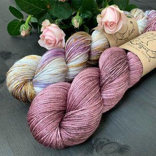 Noch bis zum 15. September: 10% Rabatt auf alle Silky Light Stränge!  #strickenmachtglücklich #indiedyedyarn #knit #yarn #wolle #stricken #yarnaddiction #silkyarn #yarnsale #knitspiration #sockyarn #indiedyedyarn #indieyarn #sweater #sweaterknitting #slowfashion #wolle #tricot #yarnporn #yarnoholic #woollove #yarnlove #yarnaddict #knittersofinstagram #dyersofinstagram #indiedyersofinstagram #speckledyarn #knitspirit #yarnaddiction #stricken #kathienchen #kathienchenyarns